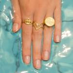 Double V Δαχτυλίδι